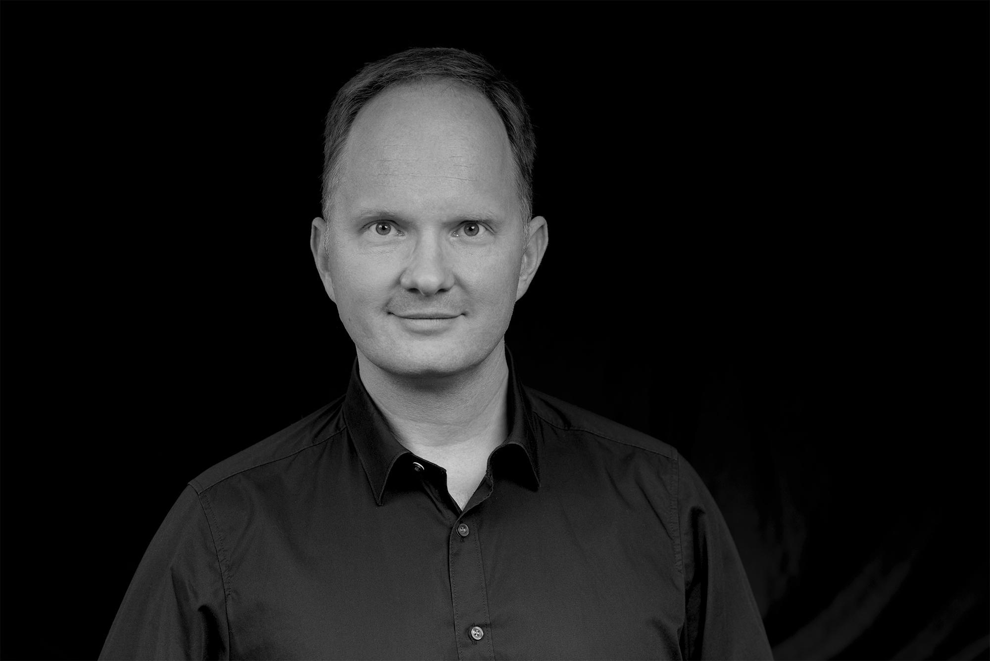 Dr._Björn_Momsen_Chief_Financial_Officer_3 - Petra_Homeier_Fotografie_s_w
