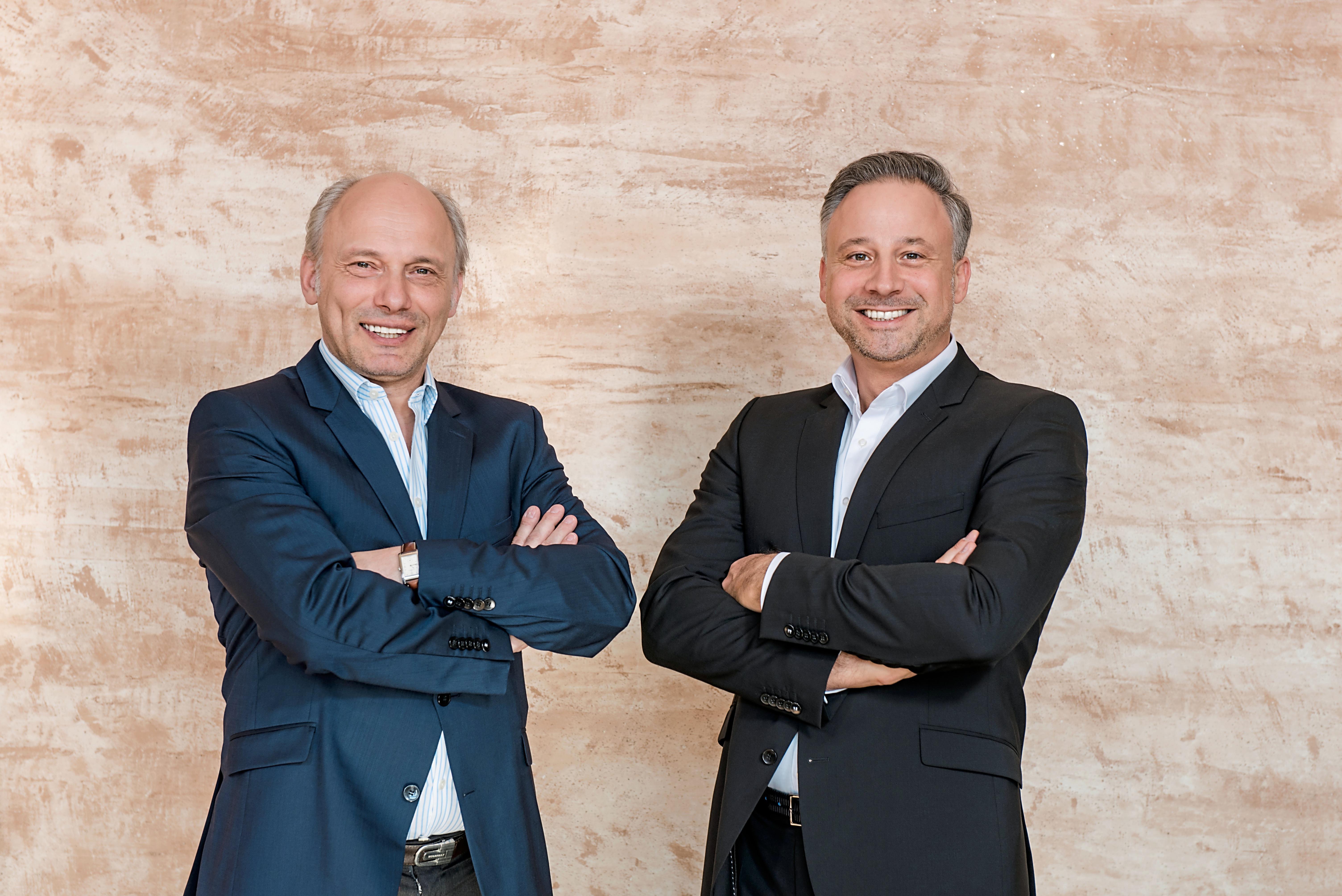 Arved Graf von Stackelberg and Marc Schieder entering the DRACOON Management